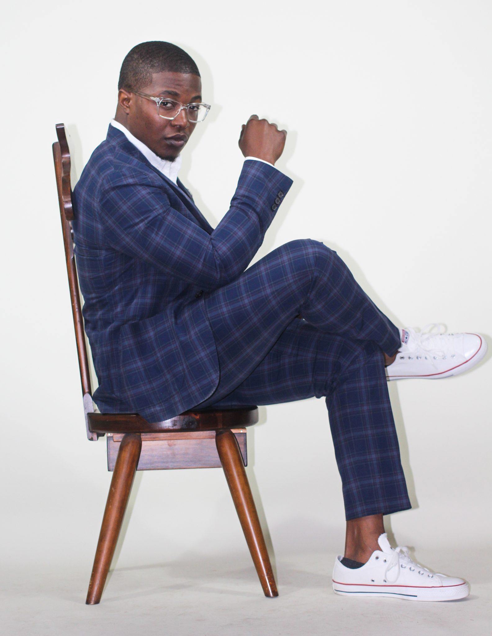 dapper-advisor-black-man-wearing-uniqlo-plaid suit-white-sneakers-clear-glasses-4