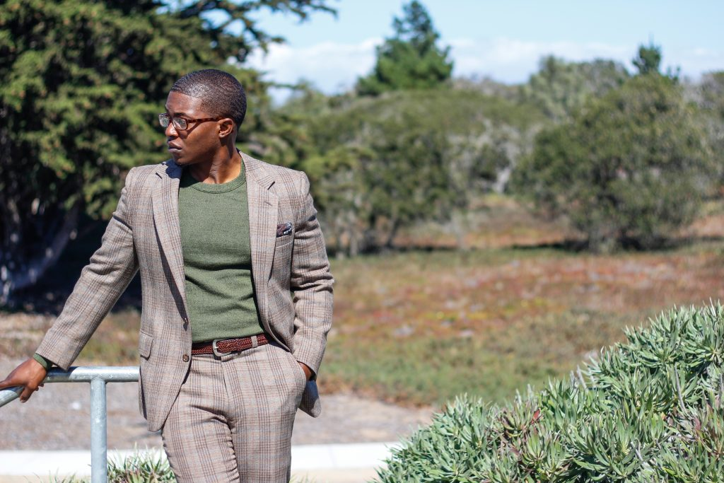 dapper-advisor-black-man-wearing-olive-green-crew-neck-sweater-banana-republic-1