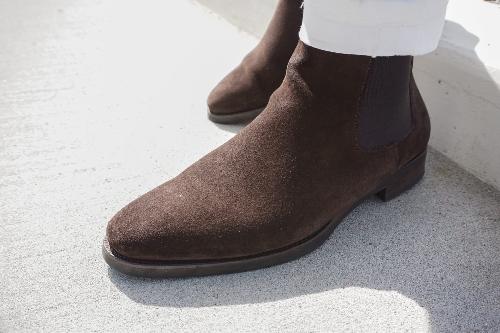 white-denim-jeans-brown-suede-jack-erwin-chelsea-boots