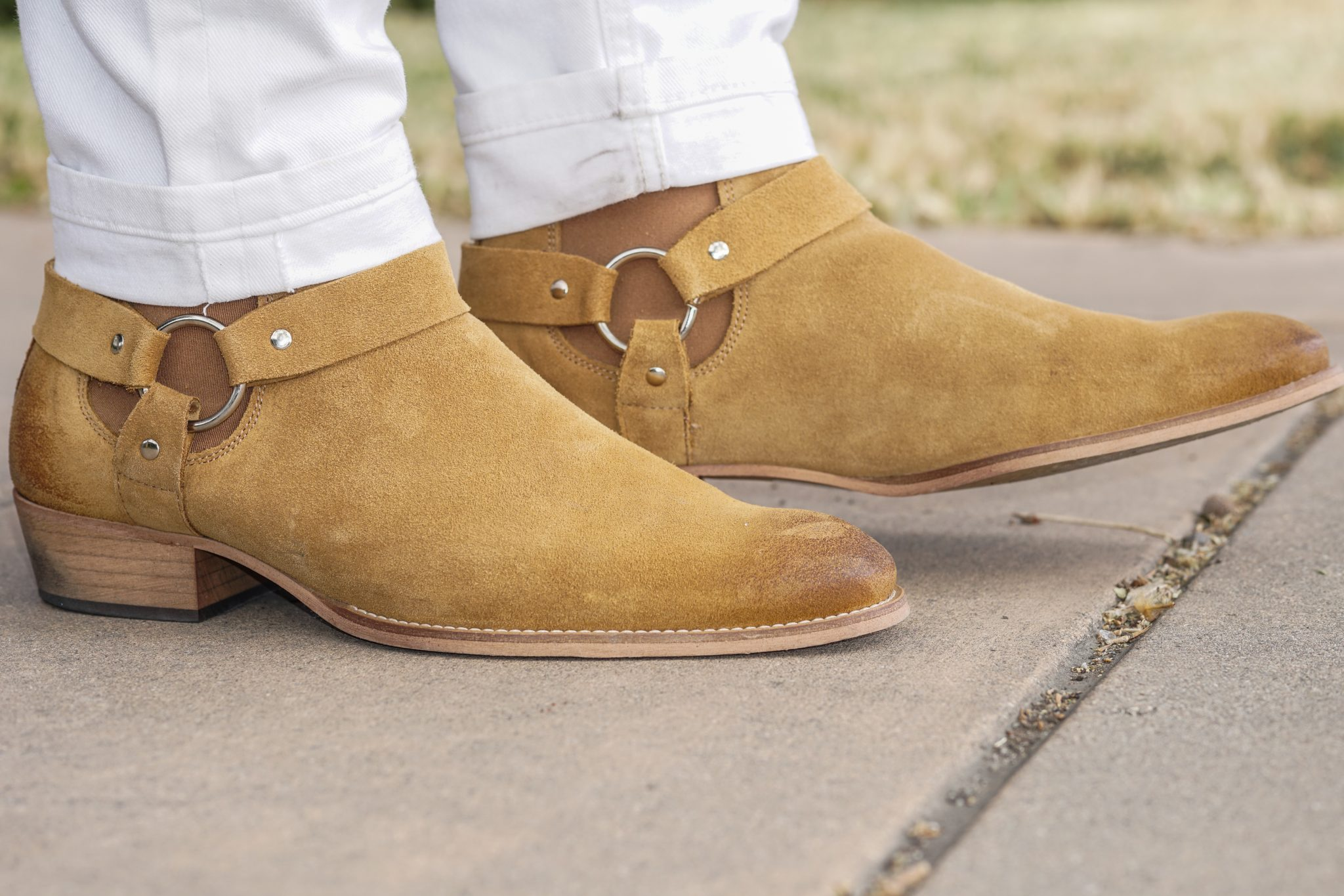 dapper advisor-springtime essentials-white denim jeans-suede chelsea boots-1
