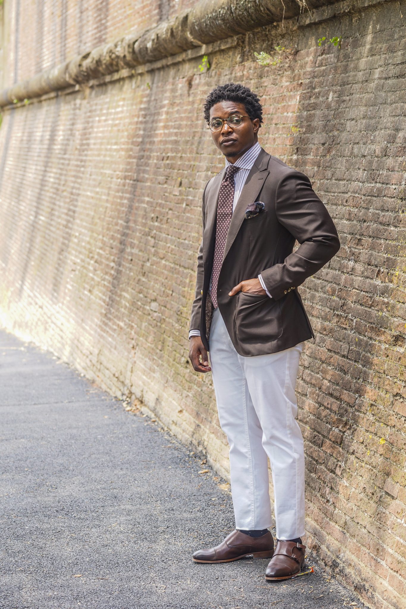 dapper advisor-pitti uomo-92-brown blazer-white trousers-brown double monks-4