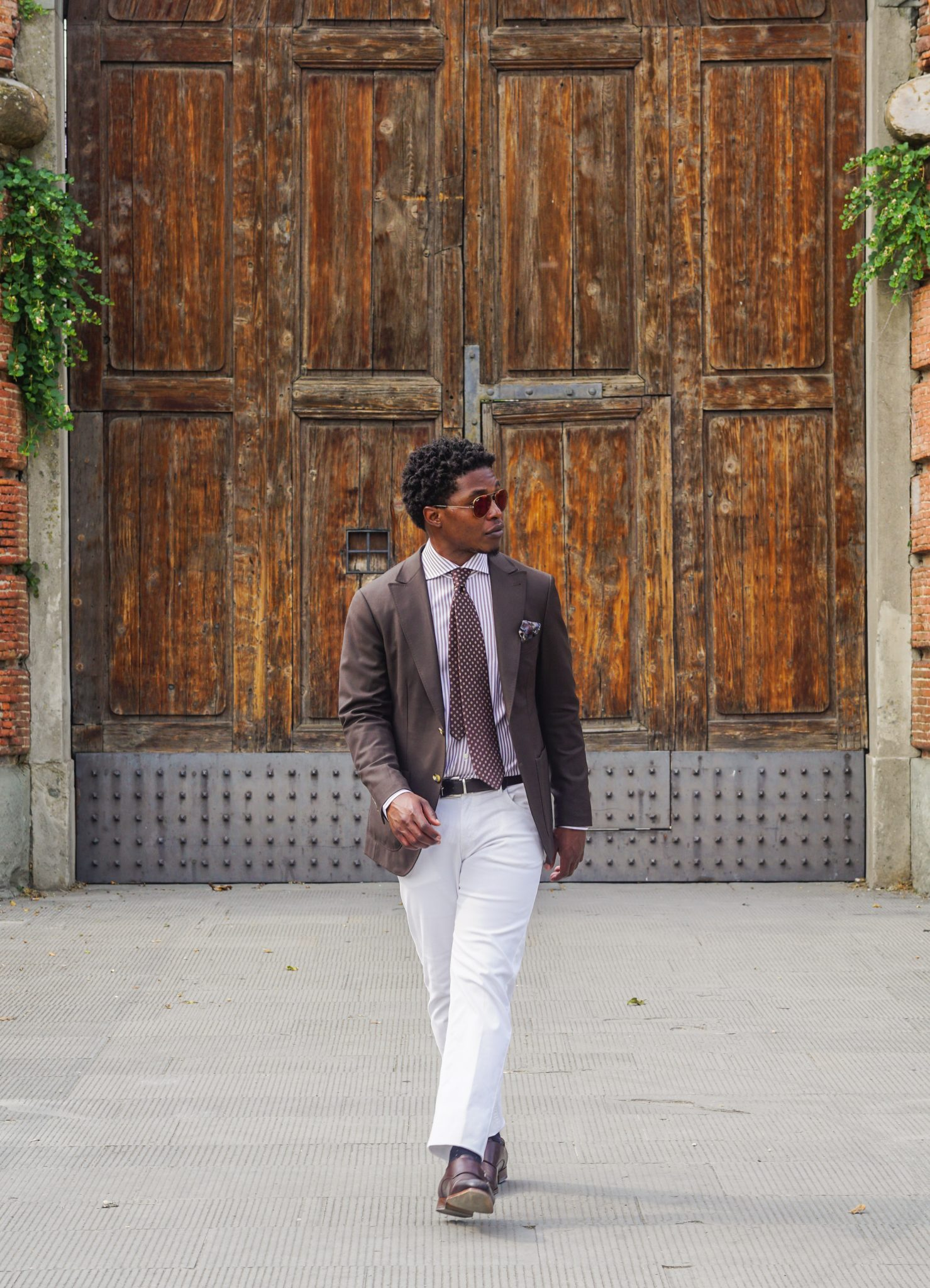 dapper advisor-pitti uomo-92-brown blazer-white trousers-brown double monks-3