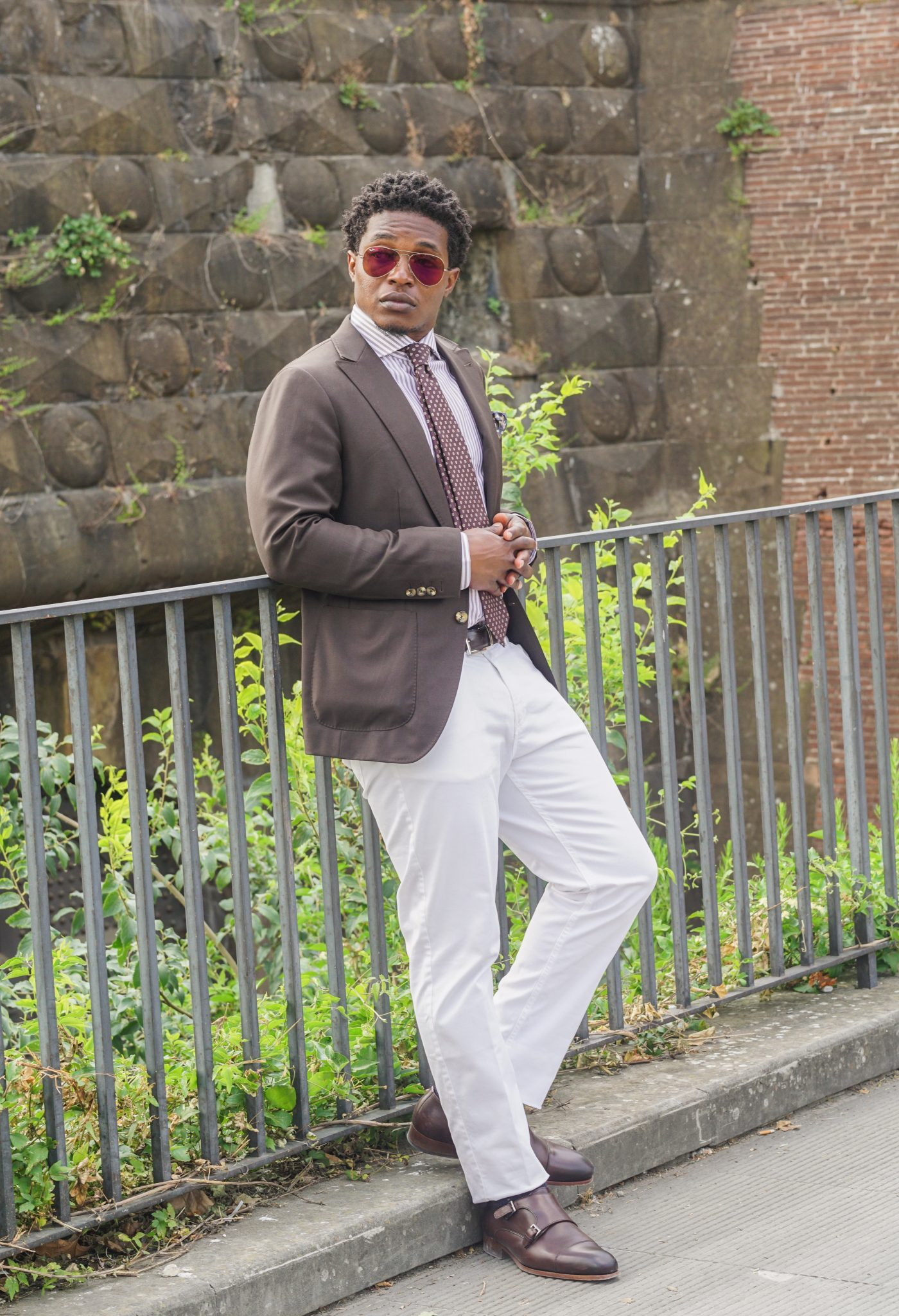 dapper advisor-pitti uomo-92-brown blazer-white trousers-brown double monks-2