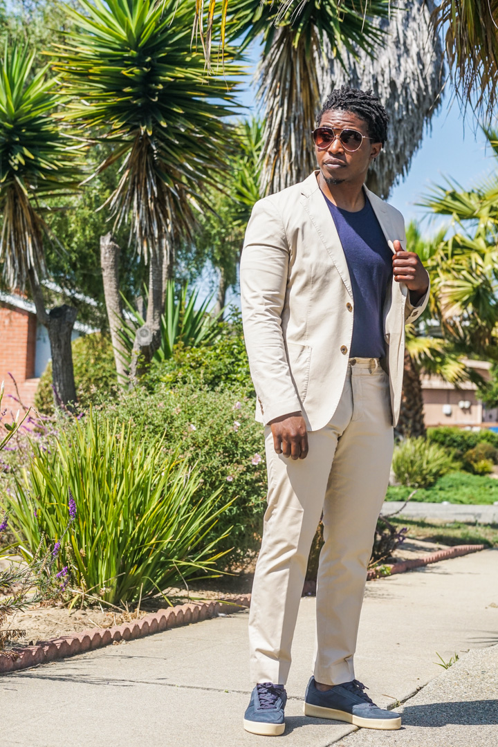 how to-dress down your suit-khaki suit-t shirt-sneakers-1