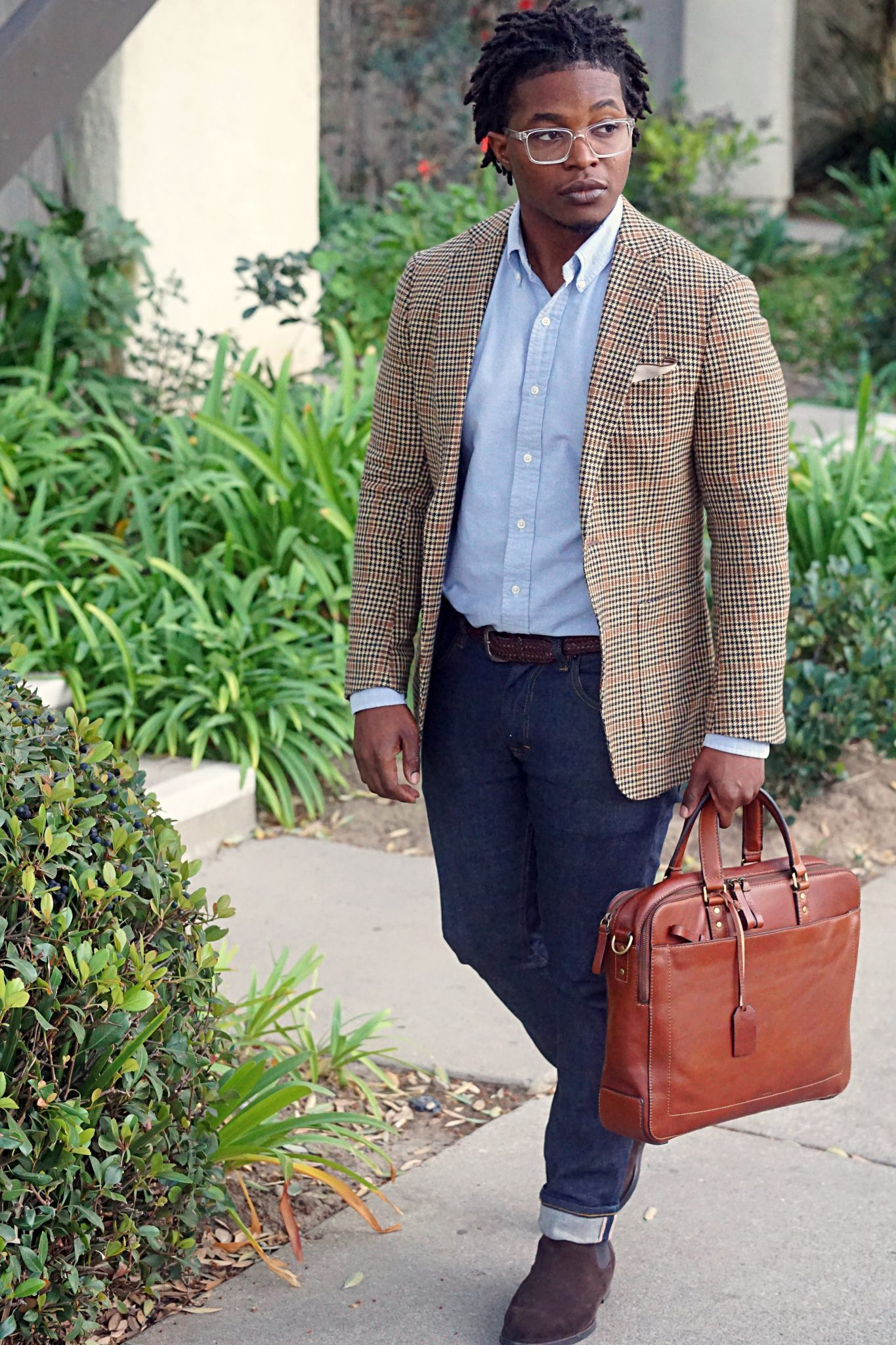 wearing-oxford-shirt-with-plaid-blazer-mens-fall-outfit-ideas-2