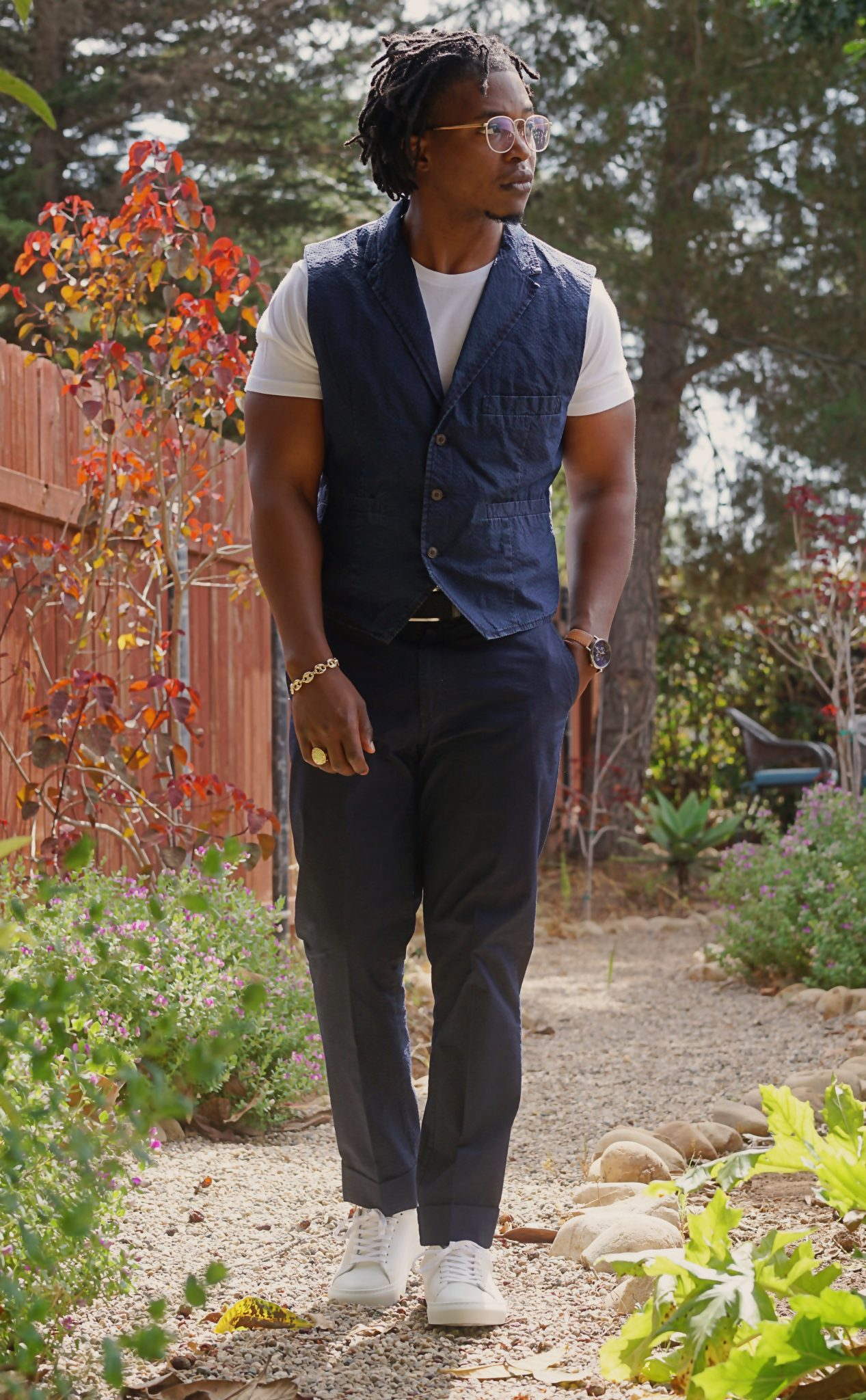 blue-seersucker-suit-white-shirt-casual-summer-outfit-ideas-reid-white-leather-sneakers-beckett-simonon